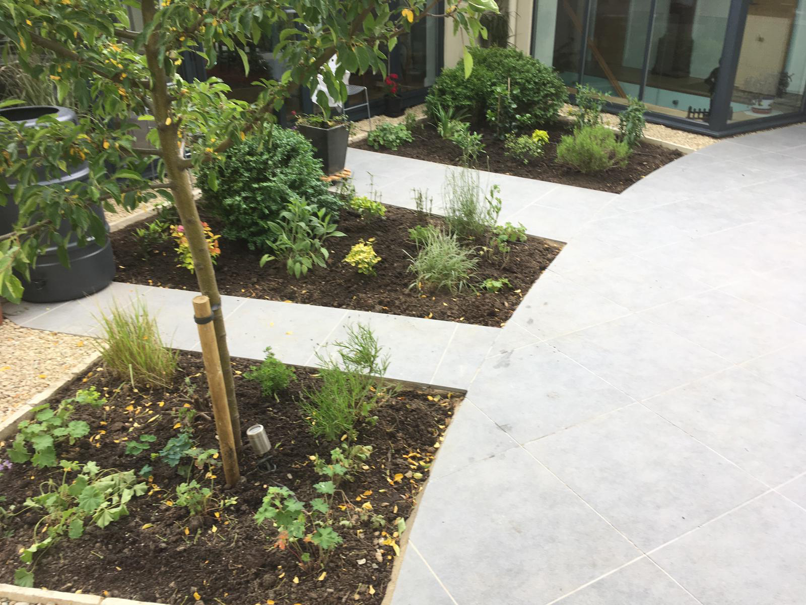 paving slabs in circular design with integrated borders - Landscapes portfolio by Martyn Powell Landscapes in Cheltenham
