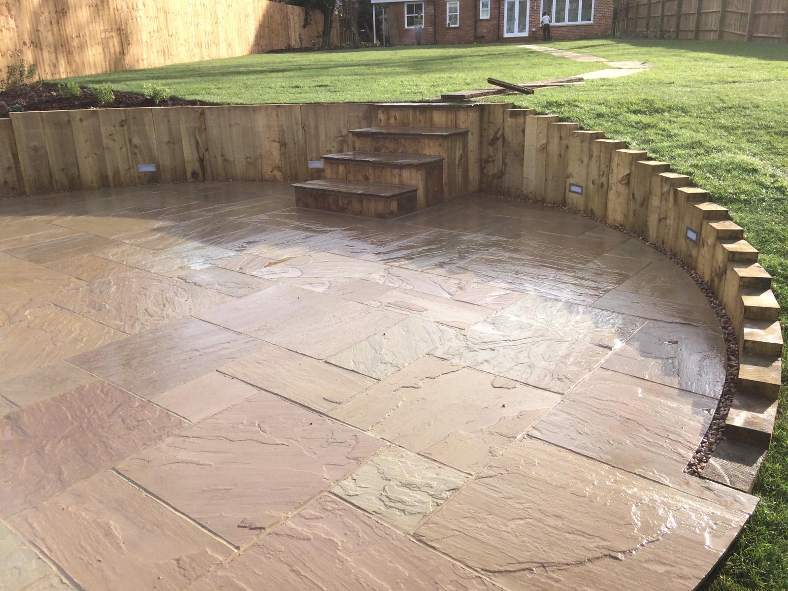 Circular patio in garden by Martyn Powell Landscapes